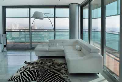 Amazing apartment with a sew view in one of the most famous skyscrapers in Barcelona
